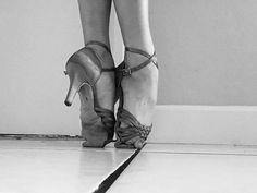 No pain, no gain. Latin Dance Shoes, Ballroom Dance Shoes, Poses For Pictures, Dance Pictures, Dancers Feet, Dance Wallpaper, Dance Like No One Is Watching, Shall We Dance, Dance Fashion