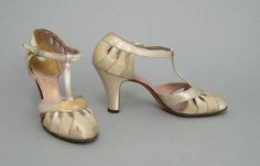 1935, America - Shoes by Saks Fifth Avenue - Ivory silk satin, ivory figured silk, silver metallic leather, leather