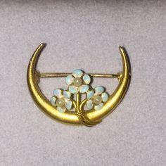 Beautiful antique gold Victorian pin. A great Christmas gift.
