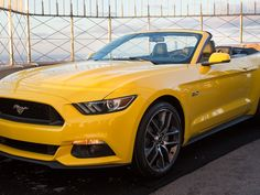 2015 Ford Mustang Convertible uHD Wallpaper on MobDecor http://www.mobdecor.com/b2b/wallpaper/219594-2015-ford-mustang-convertible