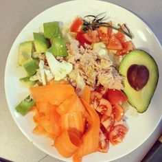 @mersmak_kommunikation - #lunch dags :) #befitstayfitlivewell #veggies #avocado. #tuna #salad