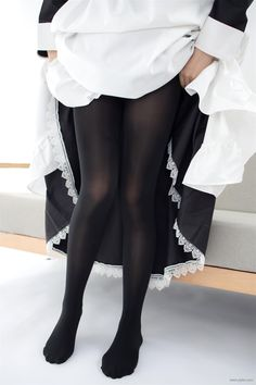 Colored Tights Outfit, Black Tights, Silk Stockings, Black Stockings, Pantyhose Outfits, Fashion Tights, Girls In Leggings, Sexy Older Women, Cosplay