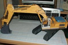 This construction vehicle paper model is a Liebherr Digger, thepapercraft is created by Retunga and Chriess.