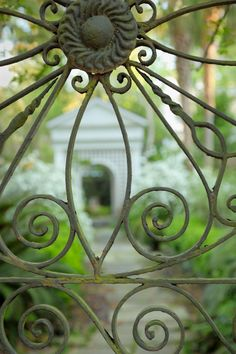 Southern Garden | Garden Gate, Charleston, SC © Doug Hickok All Rights Reserved More here… hue and eye