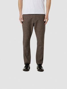 Heritage SELECTED Homme - Anti fit - 100 % Baumwolle - Reißverschluss und Knopf - Gürtelschlaufen - Einschubtaschen - Paspel-Taschen mit Knöpfen an der Rückseite - Melange-Effekt - Leichter Brush-Look - Emblem über der Tasche - Dicke Baumwoll-Qualität. Das Model ist 189 cm und trägt Größe 33/32.  Diese Hosen bestehen aus dickem Baumwollstoff, ein weiches und haltbares Material. Der Look ist ei...