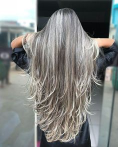 Graue Strähnen - All For Hair Color Trending Grey Hair Don't Care, Long Gray Hair, Silver Grey Hair, Grey Hair Inspiration, Great Hair, Hair Highlights, Hair Day, Gorgeous Hair, Pretty Hairstyles