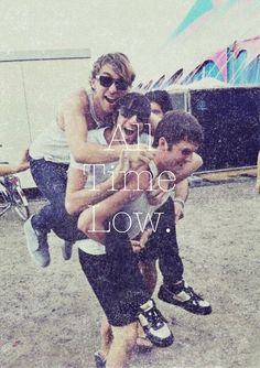 I love all time low ❤️ their music makes me happy when I feel like I'll never smile again