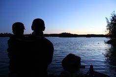 Illan hämärtyessä Cottage, Silhouette, Celestial, Sunset, Outdoor, Outdoors, Cottages, Sunsets, Outdoor Games