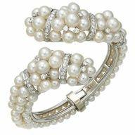 Rose Gold Morganite Wedding Set Diamond Halo Morganite Engagement Ring Platinum Bridal Jewelry, via Etsy. I Love Jewelry, Pearl Jewelry, Antique Jewelry, Vintage Jewelry, Fine Jewelry, Jewellery, Jewelry Box, Camelia Chanel, Bangle Bracelets