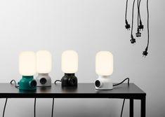 Typisch Skandinavisches Design: Tischlampe mit integrierter Steckdose für…