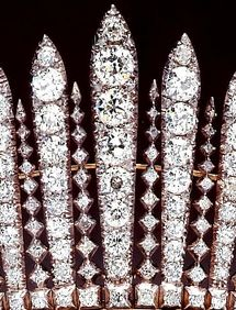 Close up of Queen Mary's Fringe Tiara - see near by pin for how this gets confused with the George III fringe tiara. Royal Crown Jewels, Royal Crowns, Royal Tiaras, Royal Jewelry, Tiaras And Crowns, Jewellery, Queen Mary, Princess Mary, Queen Elizabeth