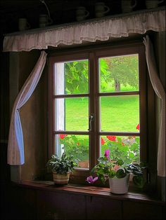 Home garden boxes kitchen windows 32 super ideas Cottage Living, Cozy Cottage, Cottage Windows, Entry Hallway, Looking Out The Window, Window View, Through The Window, Garden Boxes, Wooden Doors