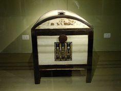 Tutankhamun's chest. Tomba di Tutankhamon, Pharaoh, Reign cs. 1332–1323 BC -in the conventional chronology-, New Kingdom (18th Dynasty)