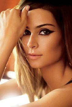 Thaila Ayala é destaque da revista 'Criativa' por J.R. Duran