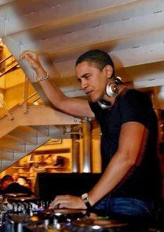 President Obama on the 1's and 2's
