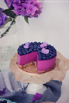 butiksofie: Blaubeer Lavendel Quark Torte in Radiant Orchid (Baking Desserts Cupcakes) Cupcakes, Cake Cookies, Cupcake Cakes, Un Cake, Think Food, Vegan Cake, Sweet Cakes, Cakes And More, Food Cakes