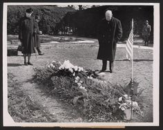 Churchill paid his respects at the grave of his wartime colleague Franklin D. Roosevelt at Hyde Park, New York, on March 12, 1946. Roosevelt's widow, Eleanor Roosevelt, stands to his right.