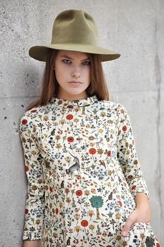 the hat. the dress. (the dress wouldn't look good on me, considering my ample blossom, but the fabric pattern is swoon-worthy)