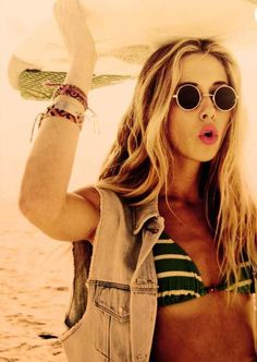 Ivy of 90210. Love her style and sun shades