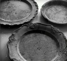 these are concrete plates!  wow!  this makes me think totally outside the box for future plate chargers!!!