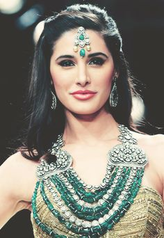 Omg Nargis, seriously, I wish i looked like her.