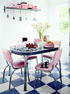 Who wouldn't be happy eating breakfast at this table every day?