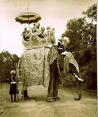 The maharaja (in the Chair, in the middle), in 1902 during an elephant ride. Accompany by His firstborn Son (RH.) and the head of his bodyguard, carrying the Royal umbrella.