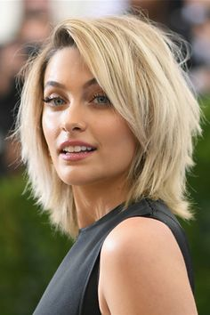 Frisuren Long Bob Hairstyles: All About the Long Haired Bob Haircut Wedding Planning Insights: How T Haircuts For Long Hair Straight, Thin Straight Hair, Short Layered Haircuts, Short Hair With Layers, Thin Hair, Medium Layered Hairstyles, Layered Lob, Shaggy Bob Hairstyles, Choppy Layers