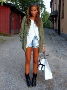 Kenza Zouiten outfit style