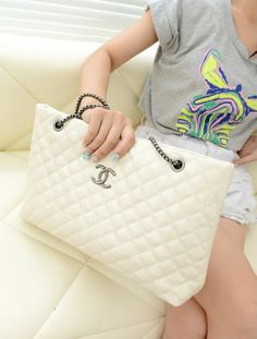 TB380-WHITE | Retail Price  Rp. 185,000,- BAG ---- Brand :  OEM Original Product : China Material:  PU Leather  Height:        23 cm Length:        44 cm Depth:         9 cm  Bag Mouth:    Zipper Long Strap:     No Weight:        600g