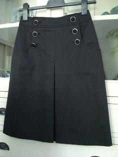 Zwarte rok met knoopjes, maat 34.