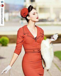 Till läkarexamen? 1940s Dresses, Vintage Dresses, Nice Dresses, Vintage Outfits, Dope Fashion, Retro Fashion, Vintage Fashion, Fashion Outfits, Mode Pin Up