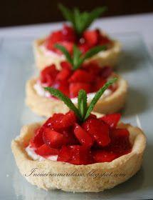 """U n dolcetto facile per servire le fragole in modo più """"completo"""", all'interno di un contenitore di frolla neutro (nel senso che si può..."""