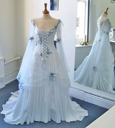 wow, possibly the most beautiful dress I ever saw. When I do a renewal of vows I think I'll have to have this dress or something very similar.