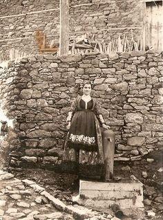 Μέτσοβο. Ημερομηνία λήψης: 1962. www.metsovomuseum.gr Alfred Stieglitz, Greek Art, Traditional Clothes, My Dream, Greece, Folk, The Past, Dreams, Portrait