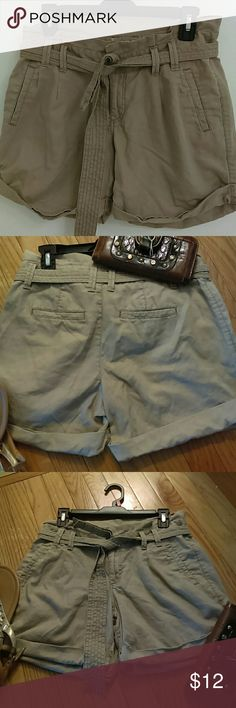 $12 Sonoma Life Style linen blend shorts Sonoma linen blend shorts with drawstring at waist classic Four pocket pants soft and  very cute lightweight for summer it's also carry a cuffed  leg  55% linen 45% cotton Pre owned in great condition. Sonoma Shorts