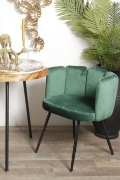 This chair is named after the surrounding back made of five fingers. Stylish, contemporary and beautiful in every way, this item is available in seven trendy velvet Colors: Sand White, Black, Pink, Copper, Grey, Emerald Green and Ocean Blue. This may be the perfect choice to furnish your room.