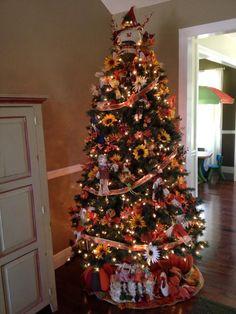 20 Ideas Christmas Tree Leaves Holidays For 2019 Fall Christmas Tree, Thanksgiving Tree, Unique Christmas Trees, Ribbon On Christmas Tree, Alternative Christmas Tree, Holiday Tree, Christmas Tree Toppers, Xmas Tree, Christmas Tree Ornaments