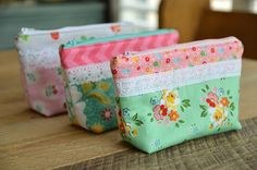 Laced Zipper Pouch Tutorial + Free Sewing Pattern, DIY, patchwork zipper bag, make-up bag, travel bag, easy sewing projects