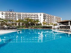 Piscina del hotel #h10andaluciaplaza #andaluciaplaza #h10hotels #h10 #hotel10