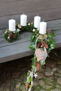 """Ein Adventskranz mal anders…… Ein Halbbogen mit einem Schweif aus Luftwurzel… An Advent wreath with a difference … A half-bow tied with a tail of aerial root and ivy. Freshly bound from Nordmann fir (this is the fir that does not """"spike"""" and cut … Christmas Decorations Diy Crafts, Diy Home Crafts, Decor Crafts, Christmas Crafts, Easy Decorations, Easy Crafts, Home Decor, Christmas Candles, Christmas Centerpieces"""