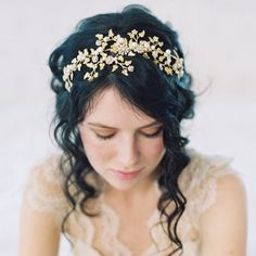 Nature loving brides will be wowed by these 20 beautiful botanical hairpieces! (Credit: Caroline Tran)
