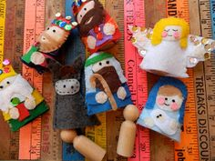 the vintage umbrella: Felt Nativity