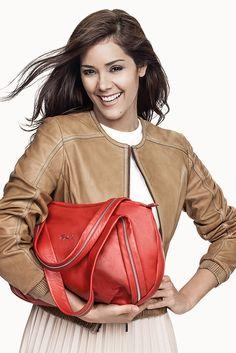 #Leather #Cuero Renzo Costa  #KarenSchwarz #Bag #Cartera RC1528 CEMENT RIGEL TPX - 1793 RACING RED #Casaca #Jacket #Cuero DC D15 XARA / 3017 LAMB ANTHKA COGNAC