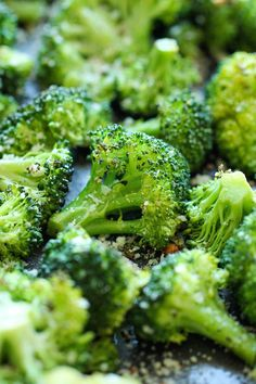 Garlic Parmesan Roasted Broccoli - This comes together so quickly with just 5 min prep. Plus it's the perfect and easiest side dish to any meal!