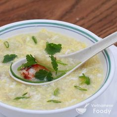 Loaded with asparagus and crab, Vietnamese Fresh Asparagus and Crab Soup (Sup Mang Tay Cua) is elegant looking and delicately flavored. Easy Asian Recipes, Healthy Soup Recipes, Veggie Recipes, Seafood Recipes, Cooking Recipes, What's Cooking, Vietnamese Soup, Vietnamese Cuisine, Vietnamese Recipes