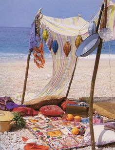 Beach - Bohemian Style. I wouldn't mind having a look nook like this at the beach!