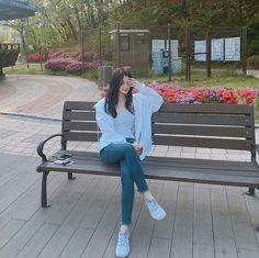 📷 son___seunghee discovered by Mouse🐀 on We Heart It Korean Girl Photo, Korean Girl Fashion, Korean Street Fashion, Ulzzang Fashion, Korea Fashion, Look Fashion, Fashion Outfits, Best Photo Poses, Girl Photo Poses