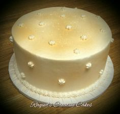 Golden Glitter - Buttercream with gold airbrushed accents and edible glitter www.raquelscreativecakes.com