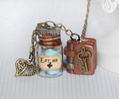 Alice in Wonderland Necklace - Fairy Tale necklace - Spell Book Necklace - Key Necklace - Fairy Tale Jewelry - Kawaii necklace - Eat Me Drink Me This listing is for a very cute Alice in Wonderland necklace with 2 pendants , a very precious book handmade out of polymer clay with a beautiful key charm on it , and an Eat Me Macaroon Jar. The book cannot be opened , the main color is brown and has beautiful shades of gold and bronze , its just a lovely miniature hand sculpted book. its a very…